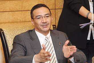 No one has the right to claim citizenship, said Hishammuddin. — Picture by Choo Choy May